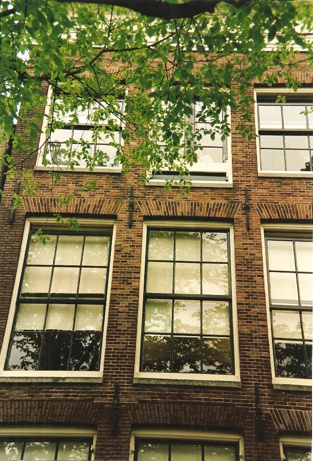 Das Haus, in dem Anne Frank versteckt wurde, kann in Amsterdam in der Prinsengracht 263 besichtigt werden.
